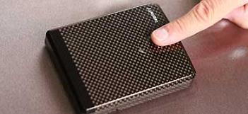 Бумажник с Bluetooth сигнализацией и биометрическим сканером