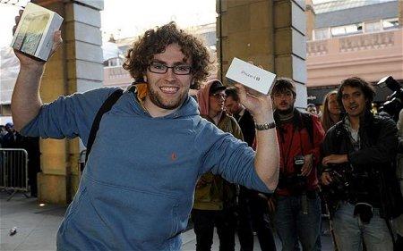 В России начались официальные продажи iPhone 4S