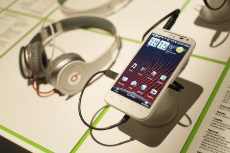 «Белоснежный» HTC Sensation уже в России