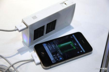 Зарядное устройство на топливных элементах