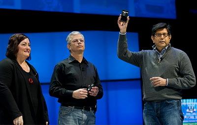 Intel показал свой смартфон