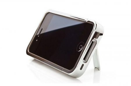 Kit представляет хромированный внешний корпус для iPhone 4